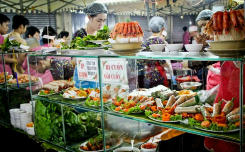 saigons-night-food-market-scene