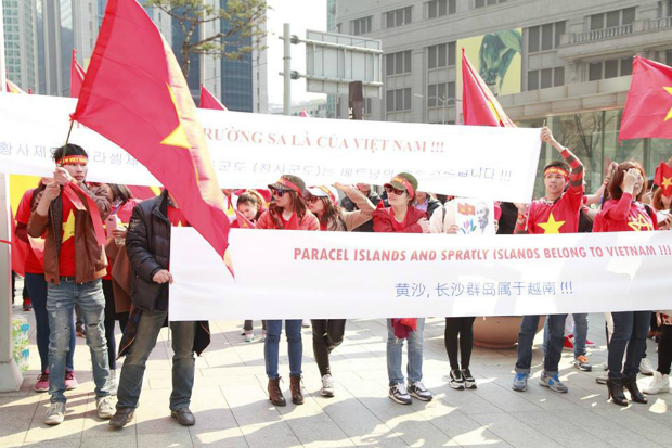 vietnamese-protest-in-seoul-against-chinas-east-sea-moves