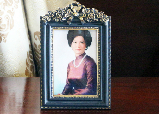 Picture of Nguyen Thi Mai Anh, Thieus wife, placed on the bedside.