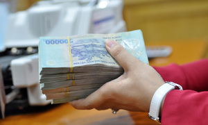 Vietnam banks slash loan rates to boost domestic business