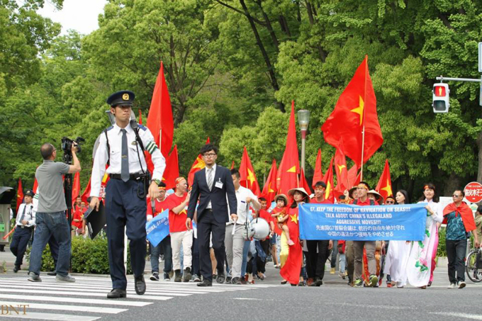 vietnamese-protest-in-japan-against-chinas-illegal-east-sea-moves-5