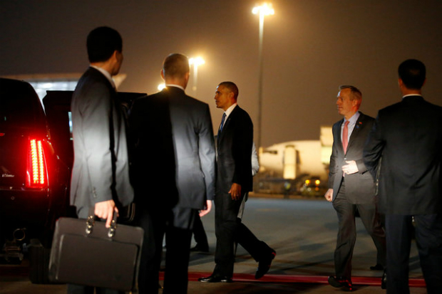 first-snapshots-of-obama-in-hanoi-1