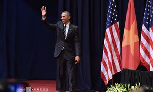 President Obama speaks with 2,000 young Vietnamese