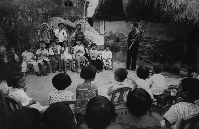 vietnamese-children-in-war-time-photos-8