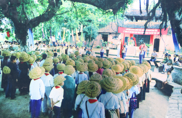 fighting-bombs-with-straw-hats-how-a-generation-of-vietnamese-children-survived