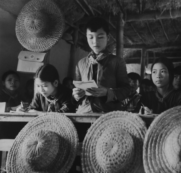 fighting-bombs-with-straw-hats-how-a-generation-of-vietnamese-children-survived-1