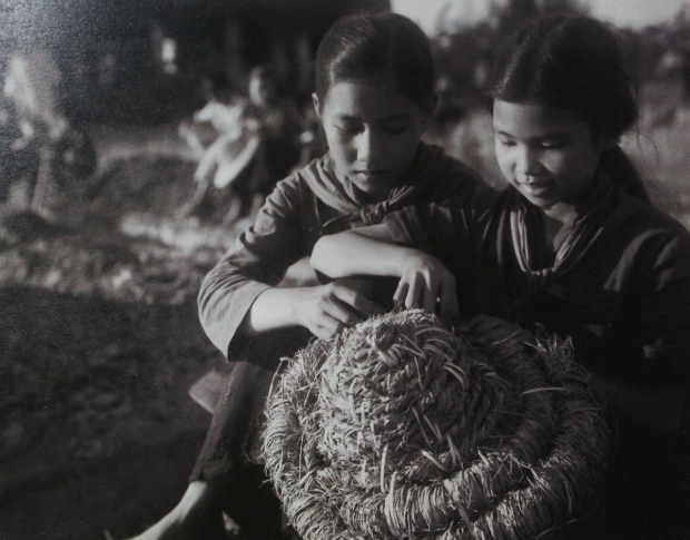 fighting-bombs-with-straw-hats-how-a-generation-of-vietnamese-children-survived-3
