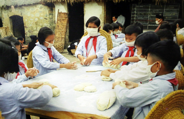 fighting-bombs-with-straw-hats-how-a-generation-of-vietnamese-children-survived-7