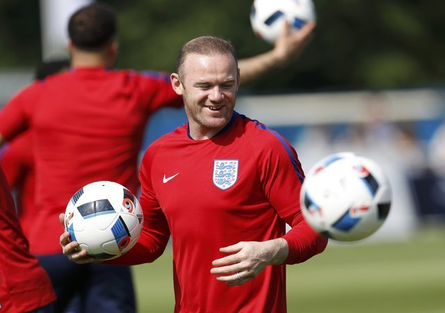 Soccer-England must play without fear say Hodgson and Rooney