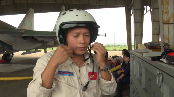 LIVE: Vietnam's fighter jet crashed, a pilot survives, one is missing