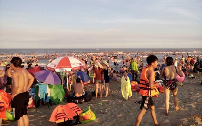human-tsunami-touches-down-on-vietnam-beach-3