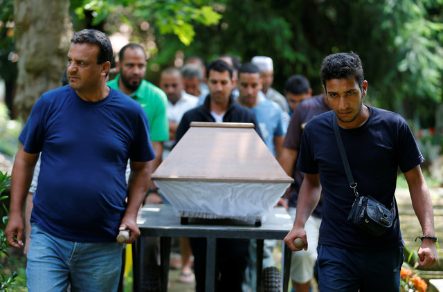 Hungary investigates police in case of drowned migrant