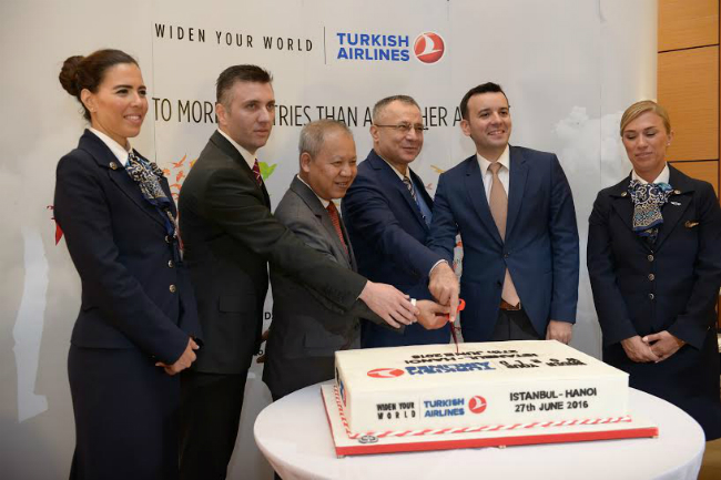 Direct flights launched from Istanbul to Hanoi and HCMC