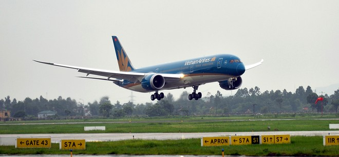 Canada to train Vietnam Airlines' pilots in HCMC