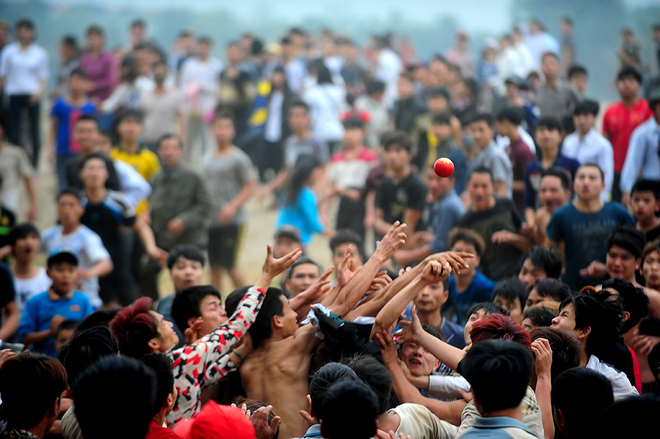 festivals-in-vietnam-not-for-the-faint-hearted-4