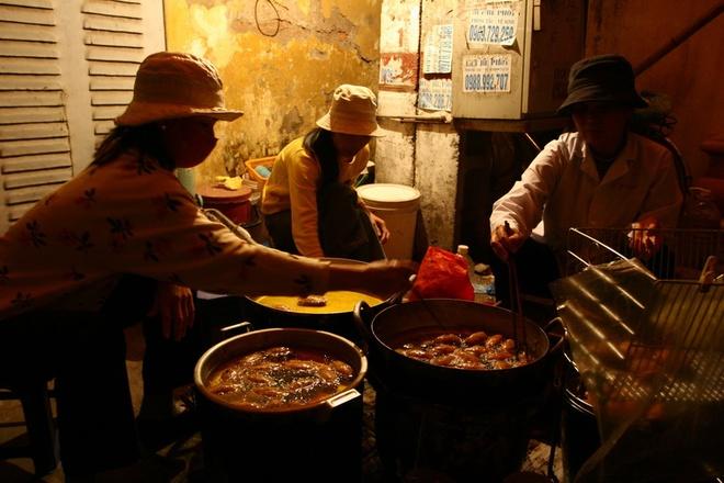 the-deep-fried-dumplings-that-have-hanoians-queuing-up-2