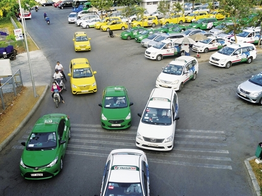 Vietnam's Vinasun launches ride-hailing app to compete with Uber, Grab