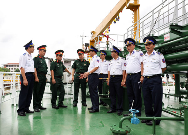 Vietnamese defense and coast guard officers on a vessel after a ceremony on July 14. Photo from the Vietnam Coast Guard website