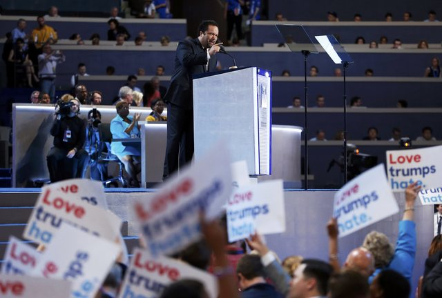 chaos-in-us-democratic-convention-as-sanders-backers-revolt-2