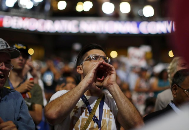 chaos-in-us-democratic-convention-as-sanders-backers-revolt-4