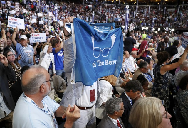 chaos-in-us-democratic-convention-as-sanders-backers-revolt-3
