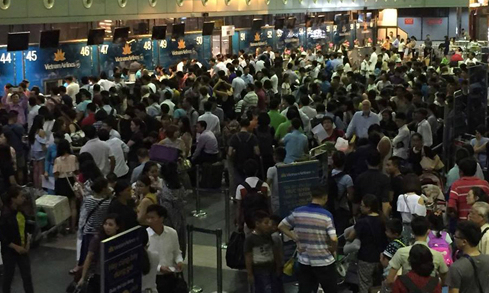 Passengers stuck at Vietnam's major airports after cyber-attack