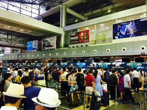 vietnams-2-major-airports-in-chaos-as-flight-info-screens-hacked