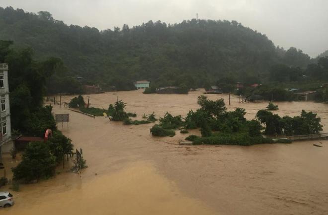 home-damaged-street-submerged-as-flash-floods-hit-mountainous-province