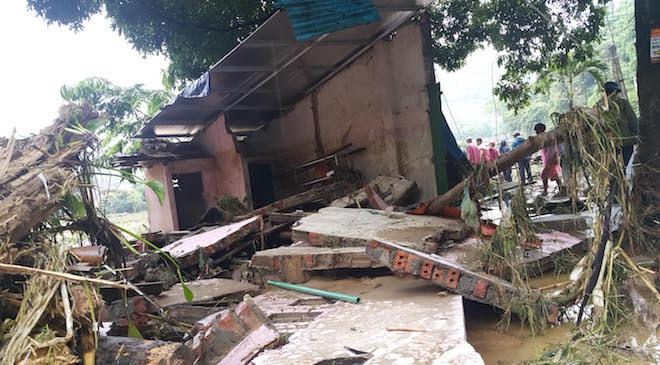 home-damaged-street-submerged-as-flash-floods-hit-mountainous-province-6
