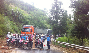 Highway connecting Lao Cai and Sa Pa reopens after blocked by landslide