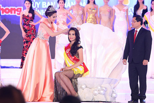Vietnam's beauty queen shunned for smoking cigarettes