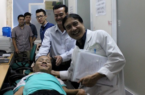 disabled-man-volunteers-for-first-head-transplant-in-vietnam