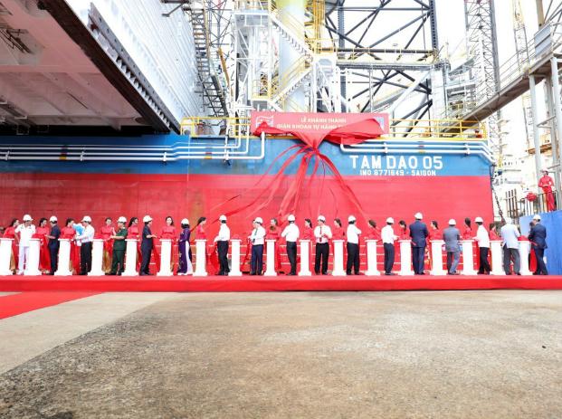 The handover ceremony of the Tam Dao 05 jackup. Photo by Vietsovpetro