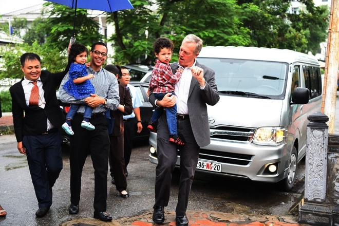 U.S. Ambassador and family celebrate Ghost Festival at Hanoi pagoda