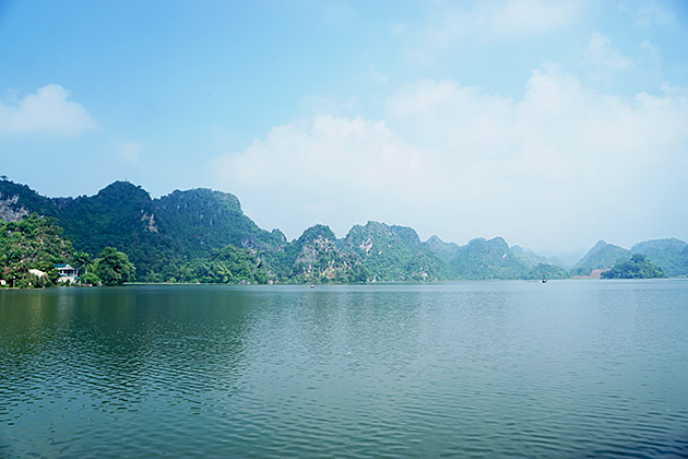 The beauty of Quan Son is somewhat similar to that of the world heritage Ha Long Bay in the northern province of Quang Ninh.