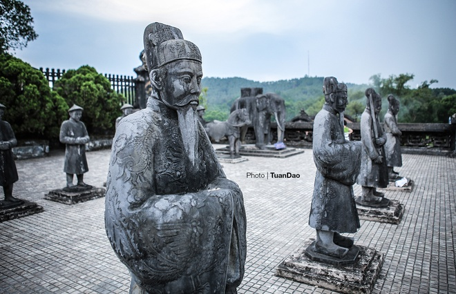 east-meets-west-at-vietnamese-emperors-tomb-9