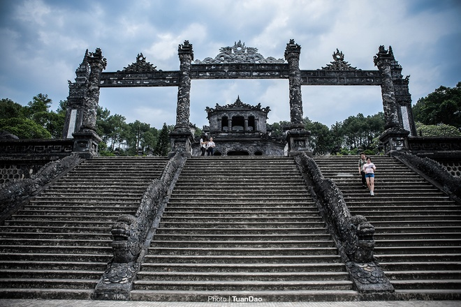 east-meets-west-at-vietnamese-emperors-tomb-1