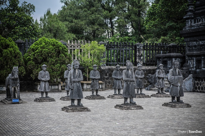 east-meets-west-at-vietnamese-emperors-tomb-2