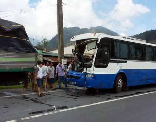 Vietnamese truck driver puts life on the line to prevent bus disaster