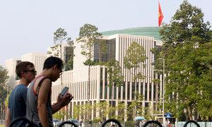 Vietnam should lift ban on foreign tour guides: legislator