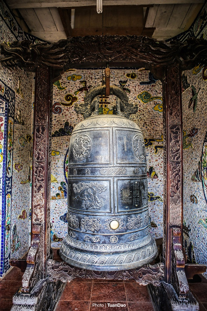 The ancient bell on the first floor.