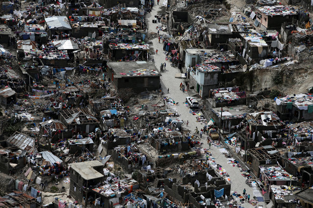 hurricane-matthewkilled-at-least-283-in-haiti-corpse-in-street-no-aid