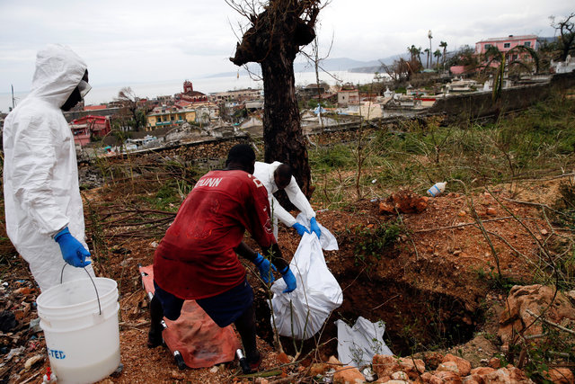 hurricane-matthewkilled-at-least-283-in-haiti-corpse-in-street-no-aid-2