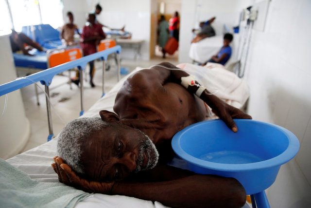 hurricane-matthewkilled-at-least-283-in-haiti-corpse-in-street-no-aid-1