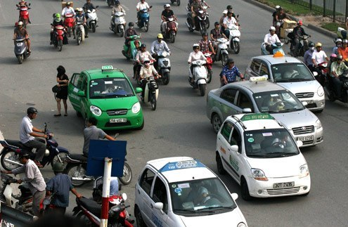 Taxi firms try to slam brakes on Hanoi's driving duration limit