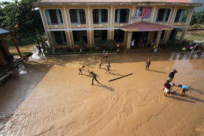 Flooded schools in central Vietnam rush to get back to normal