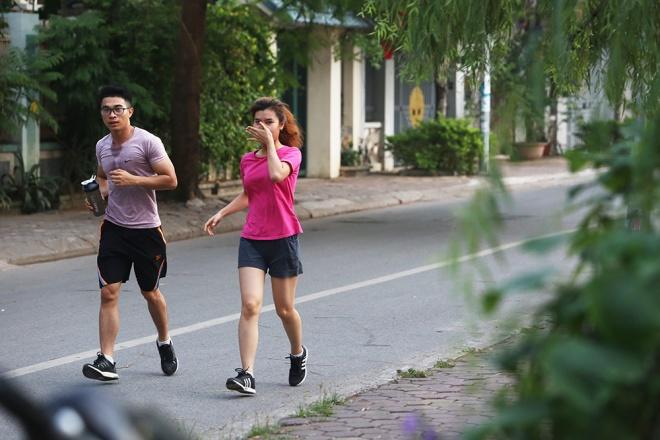 foul smell engulfs Hanoi lake
