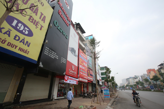 Fire risks lurking all over Hanoi behind storefront billboards