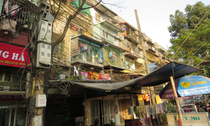 Living in fear in Hai Phong's old apartment blocks