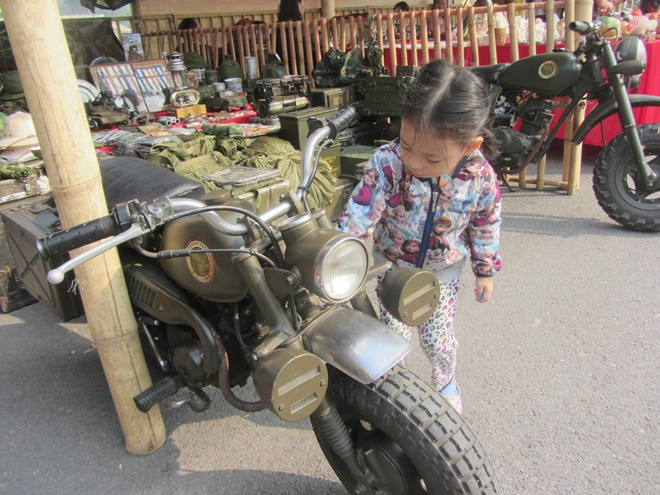 hanoi-retro-exhibition-shows-city-life-in-the-age-of-typewriters-and-rotary-phones-1